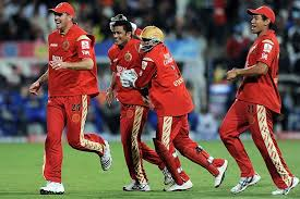 RCB celebrating a wicket